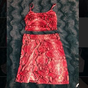 Two piece red snakeskin set • size Small
